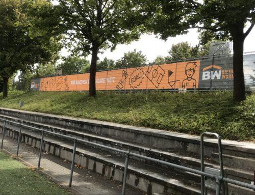 Neues Riesenwerbebanner im Sportpark Ellental
