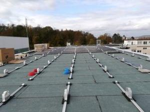 Montagebeginn der PV-Anlage