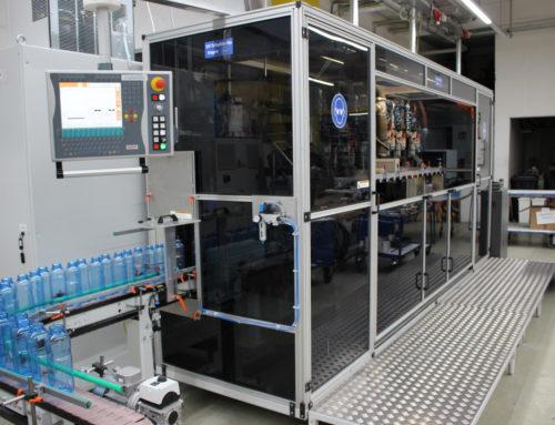 CNC-Siebdruckmaschine für Rundumdruck in Betrieb